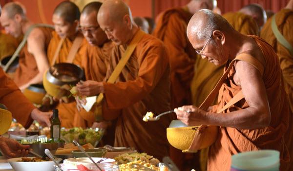 Ăn chay trong chùa