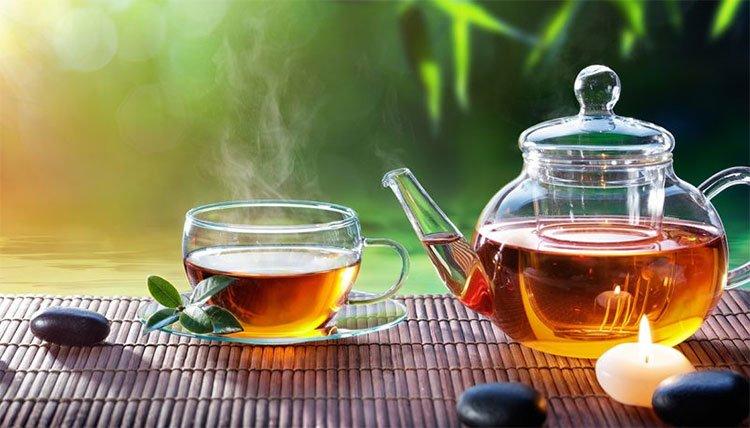 Uống trà làm giảm sự lây lan của HIV trong cơ thể