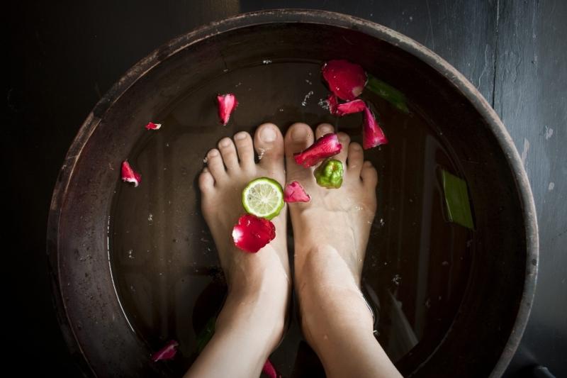 Rửa sạch chân mỗi ngày